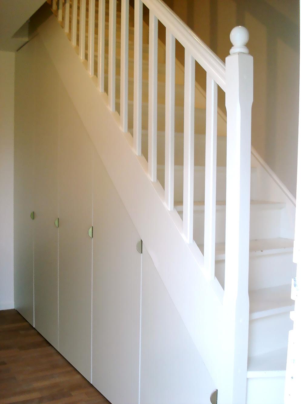 mbcmenuiserie.com/img/photos/large/agencement/escalier-placard-02.jpg