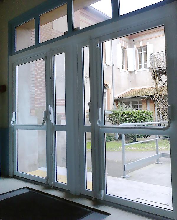 Barre anti effraction porte d entree maison design - Porte d entree vitree anti effraction ...
